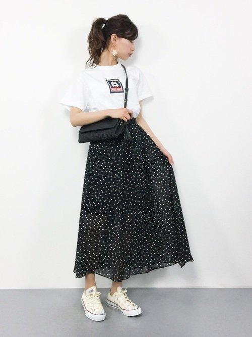 ディズニーの春コーデ さりげなくミッキーT×ドットスカート