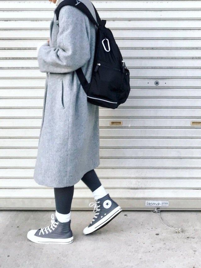 スカート×グレータイ×白靴下コーデ