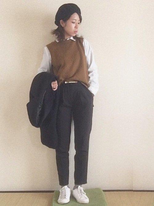 白シャツ ベスト 黒パンツ