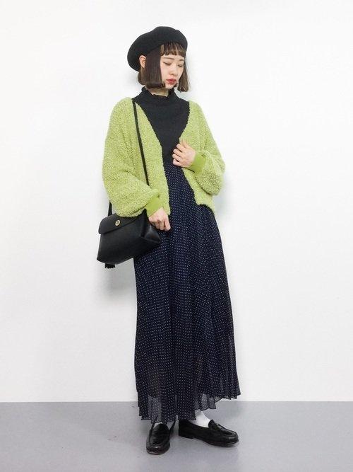 黄緑×黒のコーデ