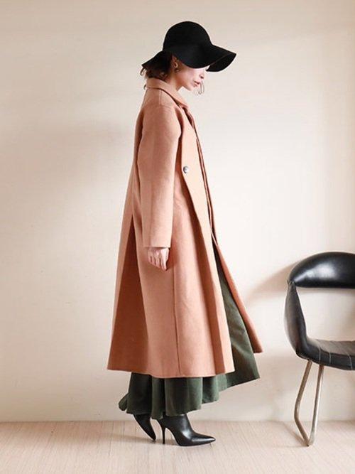 ブラウンのロングチェスターコートはエレガントな美シルエットコーデを作り出す