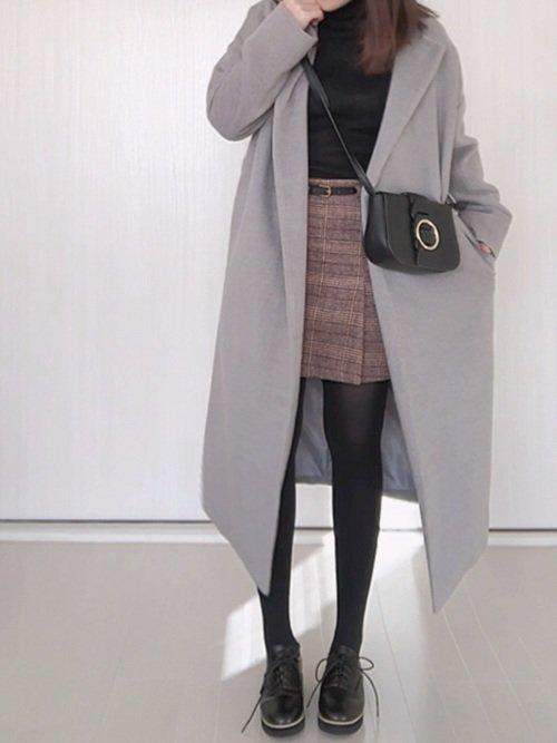 お正月の挨拶は柄スカートと黒タイツを使った大人ガーリーな服装で決まり