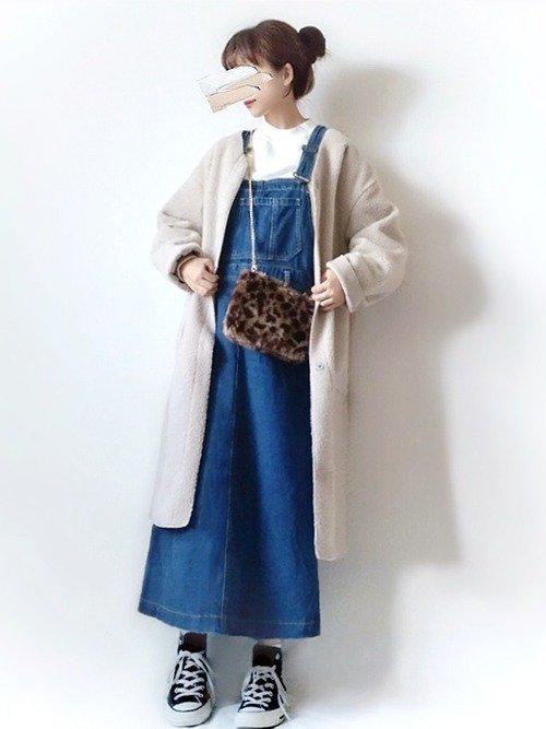 冬はデニムサロペットスカートにノーカラーコートのコーデがおすすめ