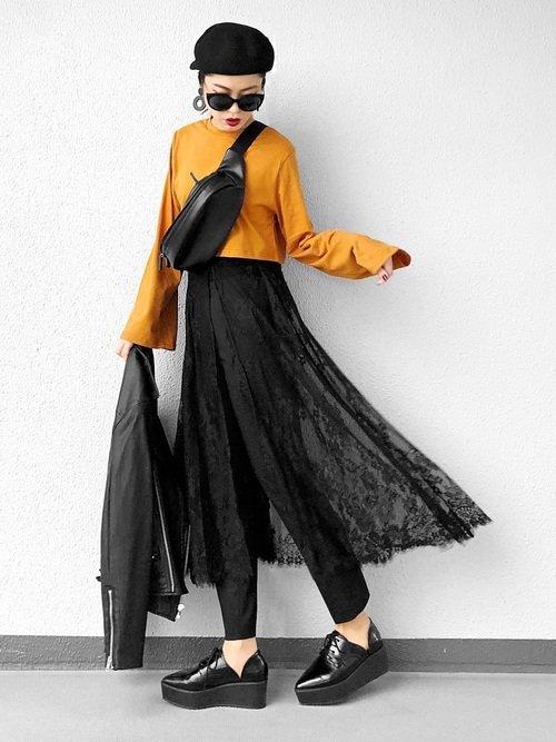 レーススカート×黒のスキニーパンツ