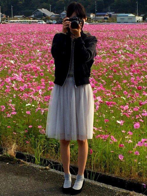 アイスグレーのスカートのコーデ