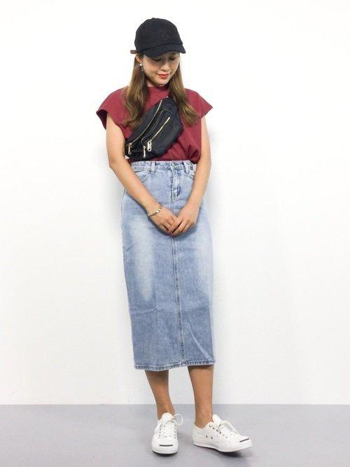 ラフな夏コーデにはタイトシルエットのデニムスカートでレディ感をプラスしよう